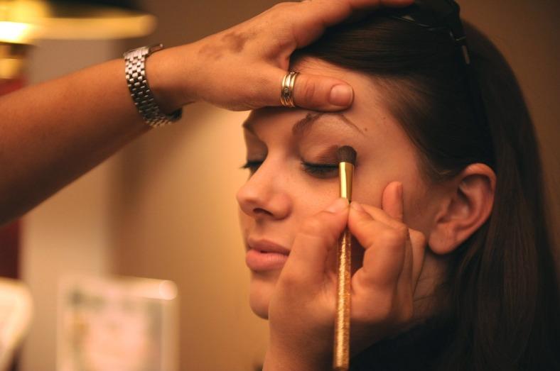 makeup-677200_1280
